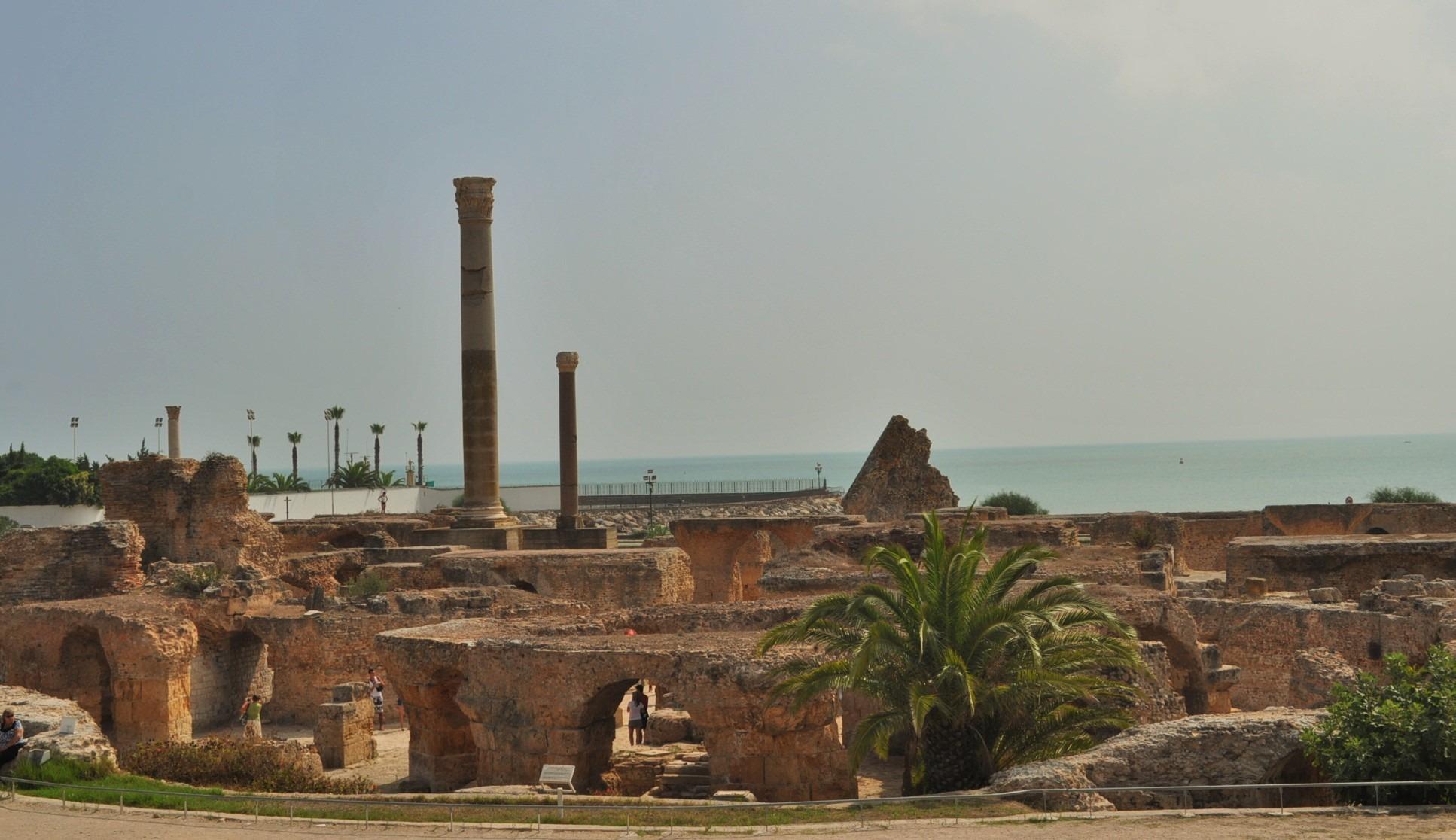 Край град Тунис са разпиляни останките на едни от най-големите и добре запазени римски бани до наши дни