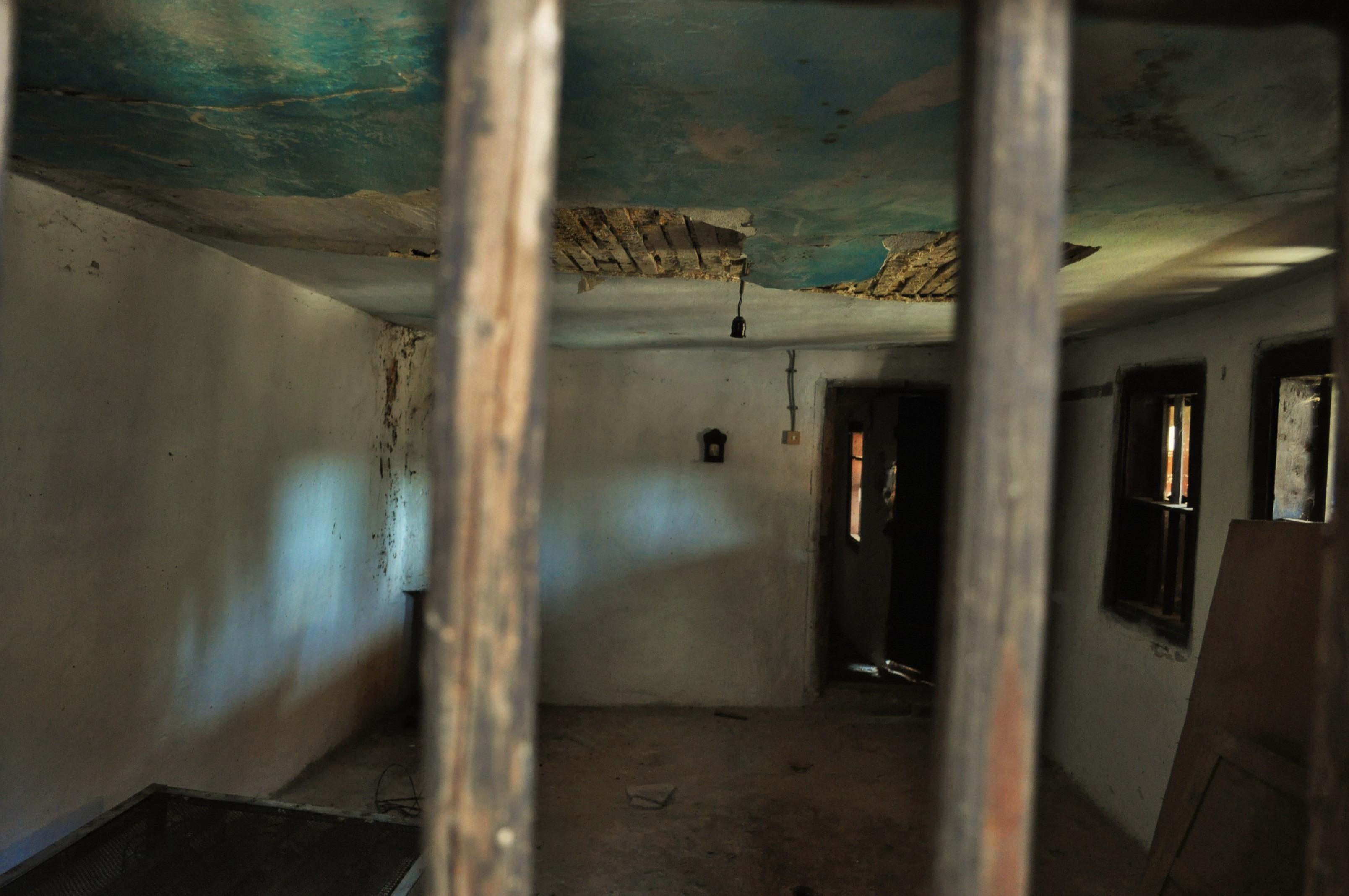 На тяхно разположение била малката килия с тайник, откъдето, подгонят ли ги заптиета, се спускали към бойниците на стобора и оттам - към пещерите.