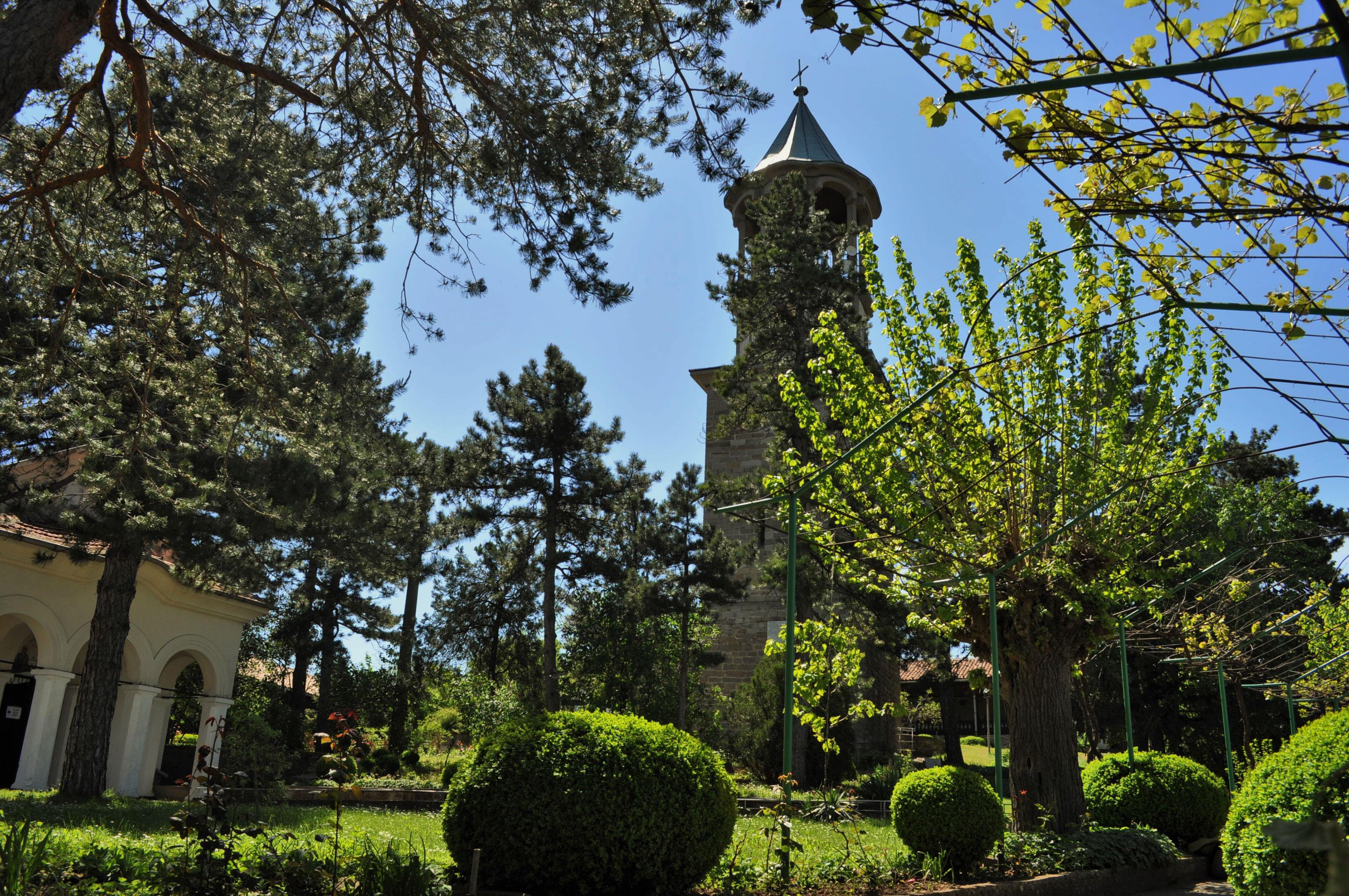 Около Велико Търново - Петропавловският манастир