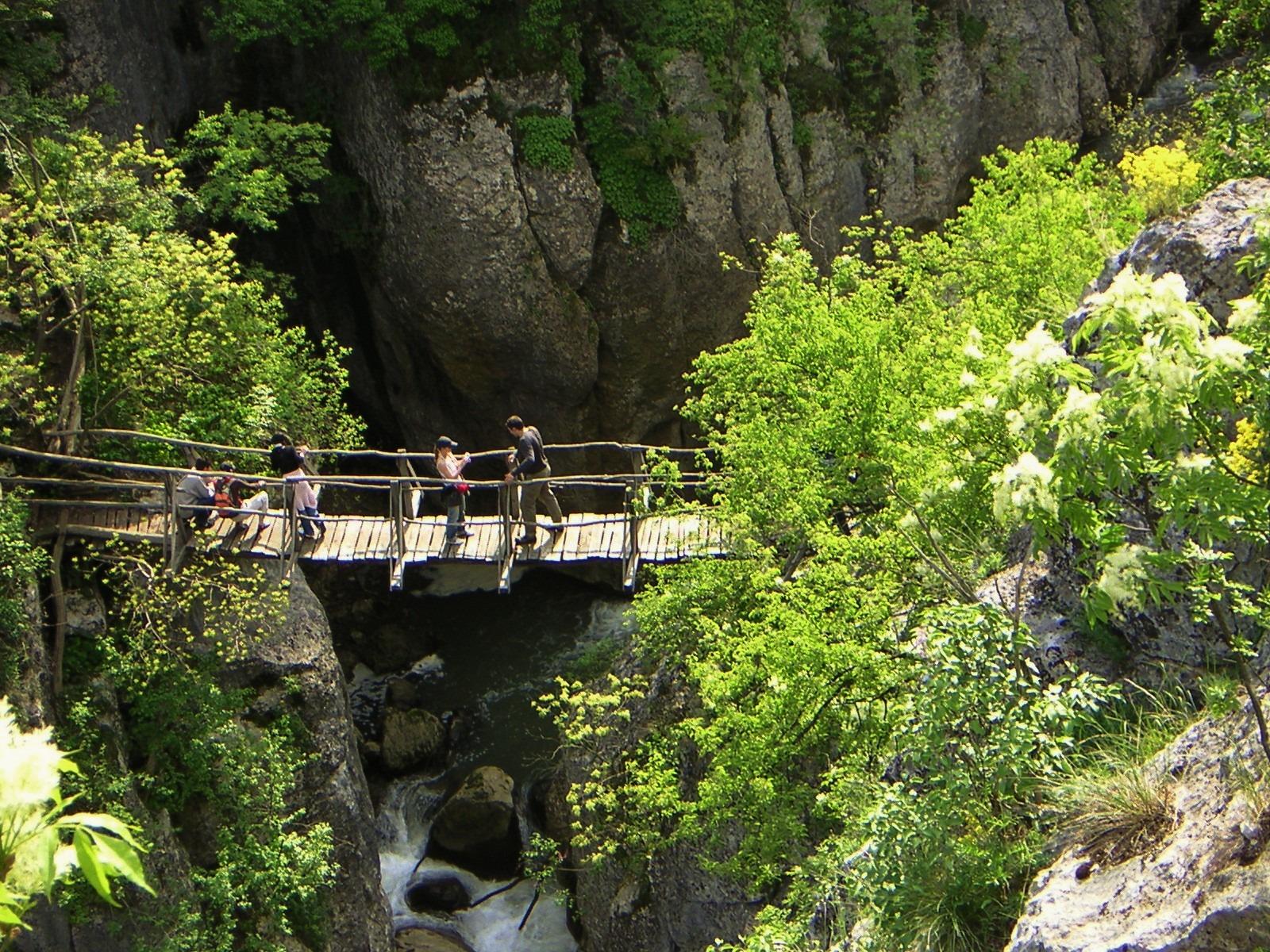 Еменският каньон мост