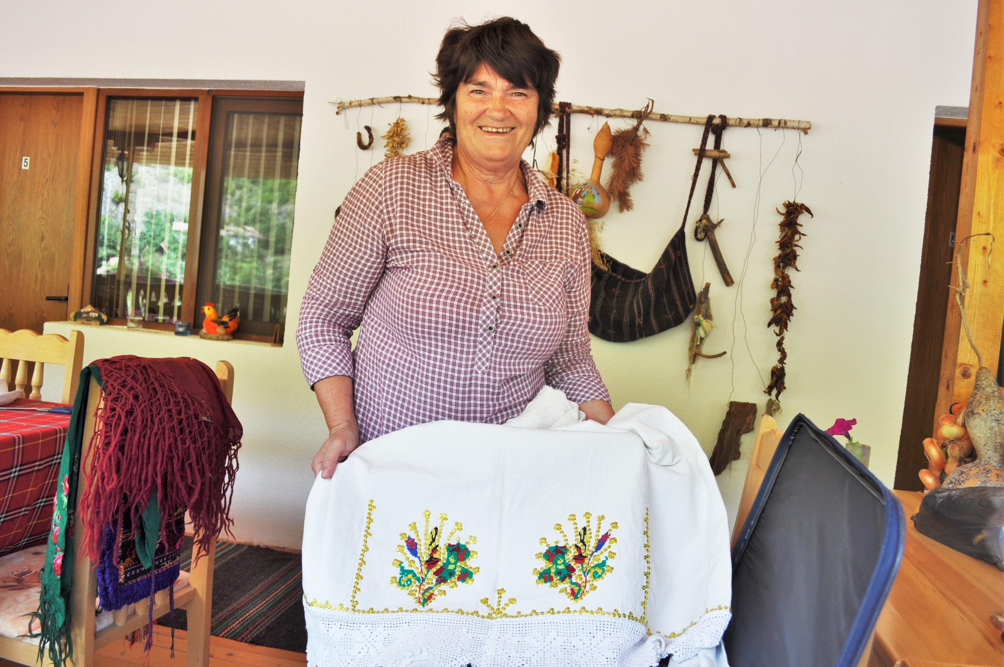 Любимка Бисерова в нейната къща за гости в село Пирин