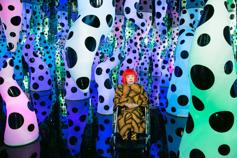 yayoi-kusama-exhibits-paintings-and-installations-at-david-zwirner-desigboom-04