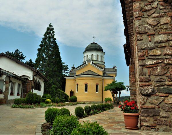 Кремиковският манастир или глътка духовност на хвърлей от София