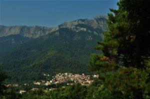 ...маслинени дръвчета и красива природа горе, в планината, където времето е спряло.