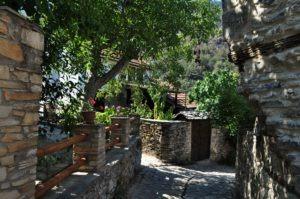 Казавити /или Принос/  е може би най-живописното село в Тасос.