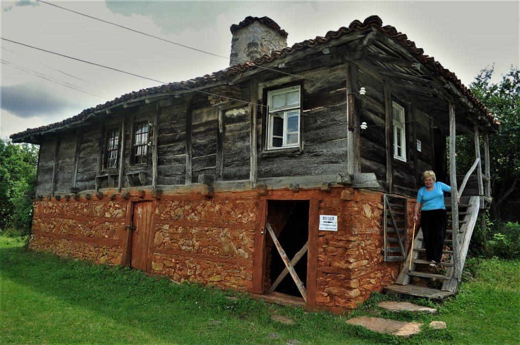 село Бръшлян стълби