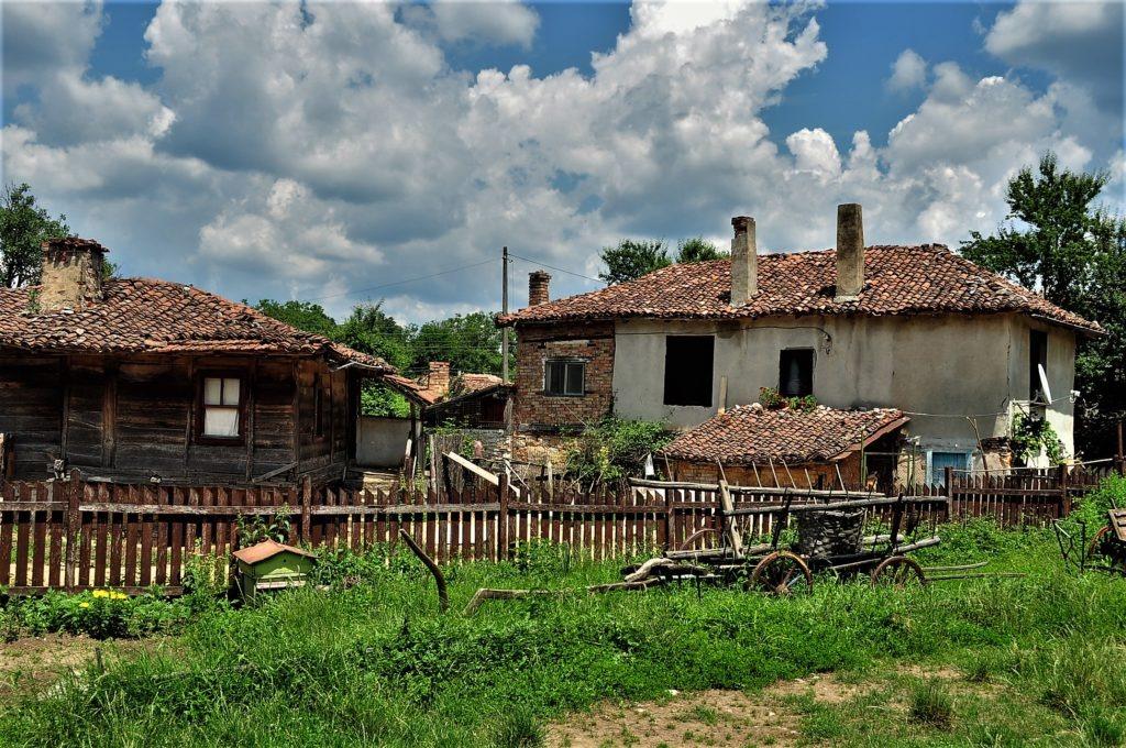 село Бръшлян  небе