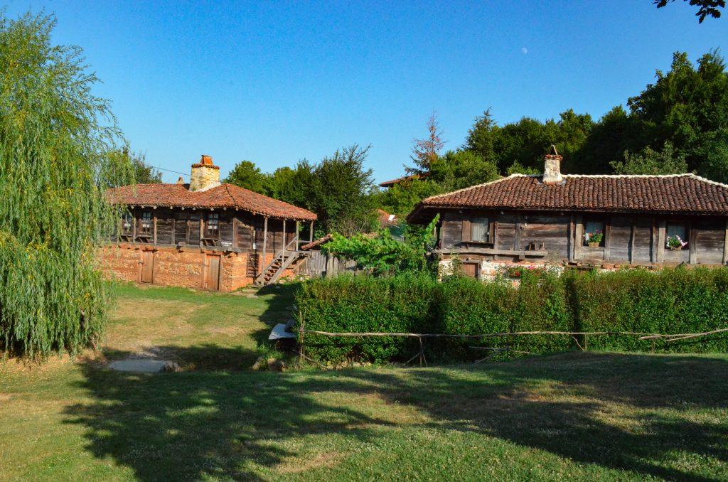 село Бръшлян Балювата къща