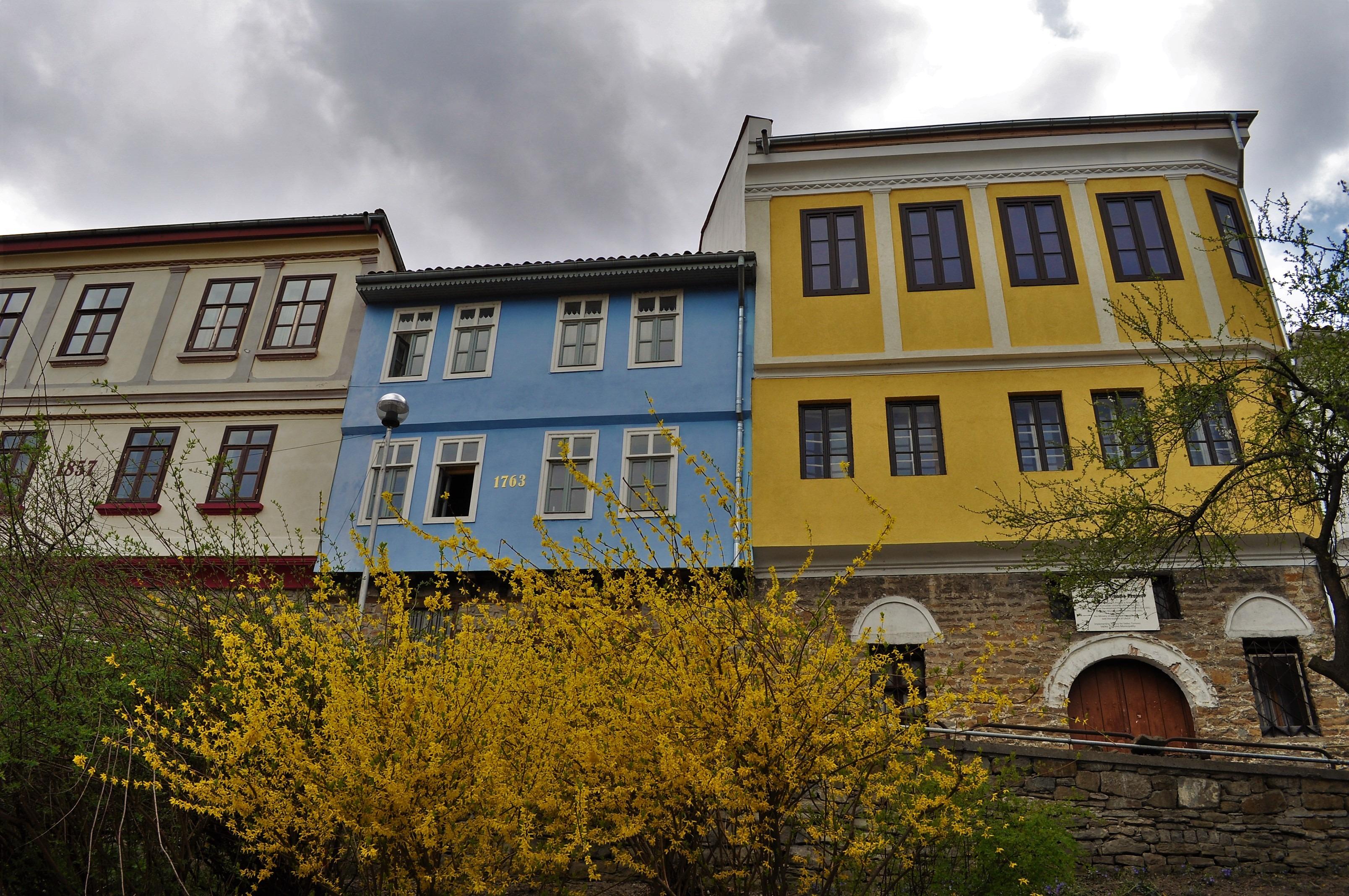 За разлика от голяма част от туристическите ни центрове, които през зимата изпадат в летаргия, Търново е оживено през цялата година.