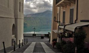 Дворци, потънали кораби, ягоди и вино – вижте 3 езера близо до Рим