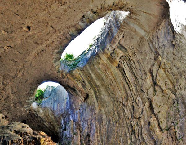 """Да погледнеш в очите на Бога – пещерата """"Проходна"""" и скалните манастири край Карлуково"""