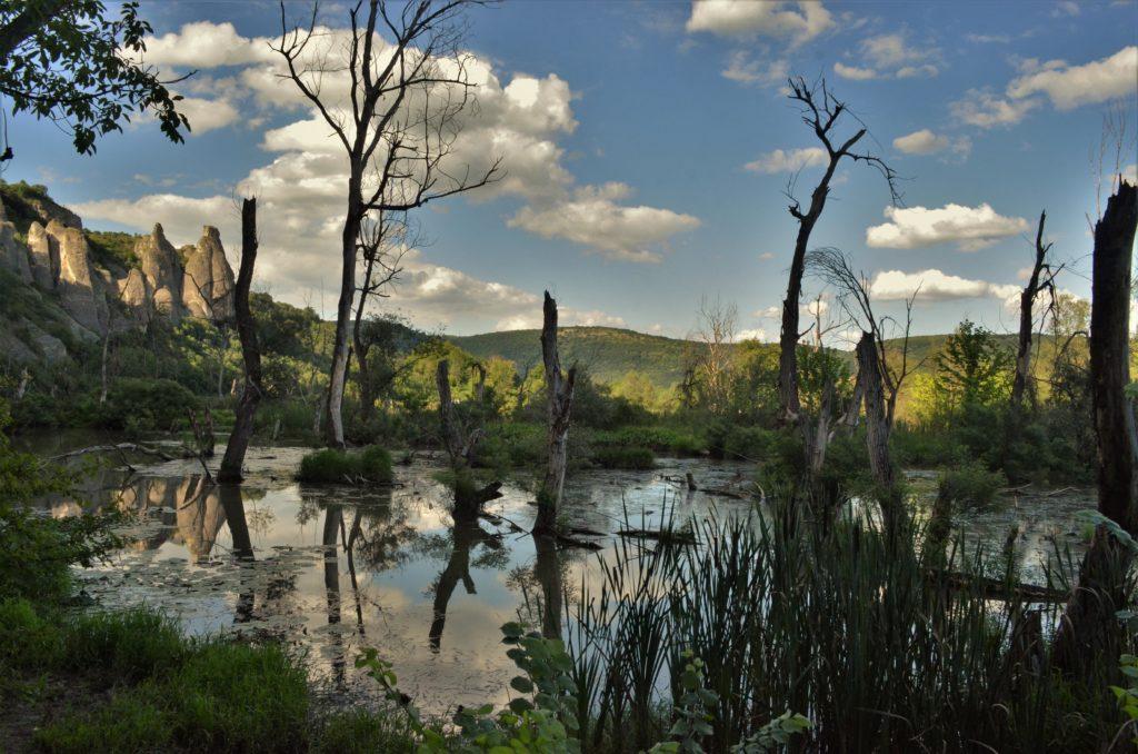 Проходна - езерце до скален манастир