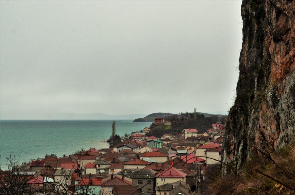 Охридското езеро скален манастир с. Радоджа