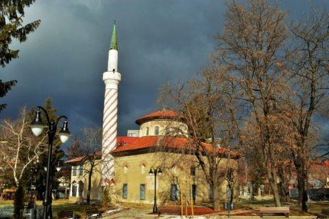 Байракли джамия е единствената оцеляла до наши дни в града