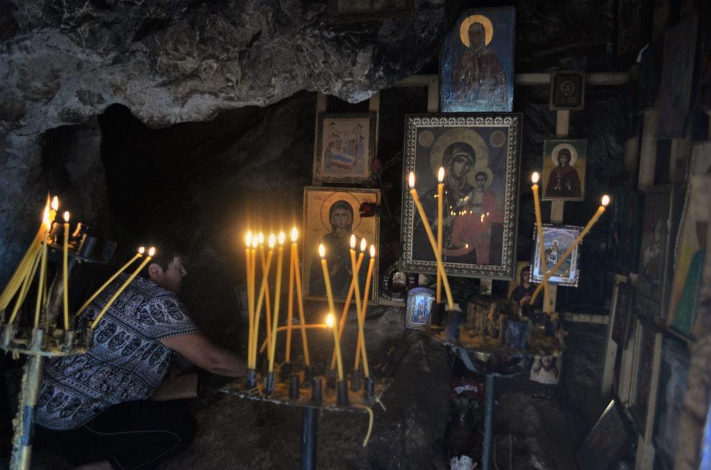 скален параклис Света Петка молитва