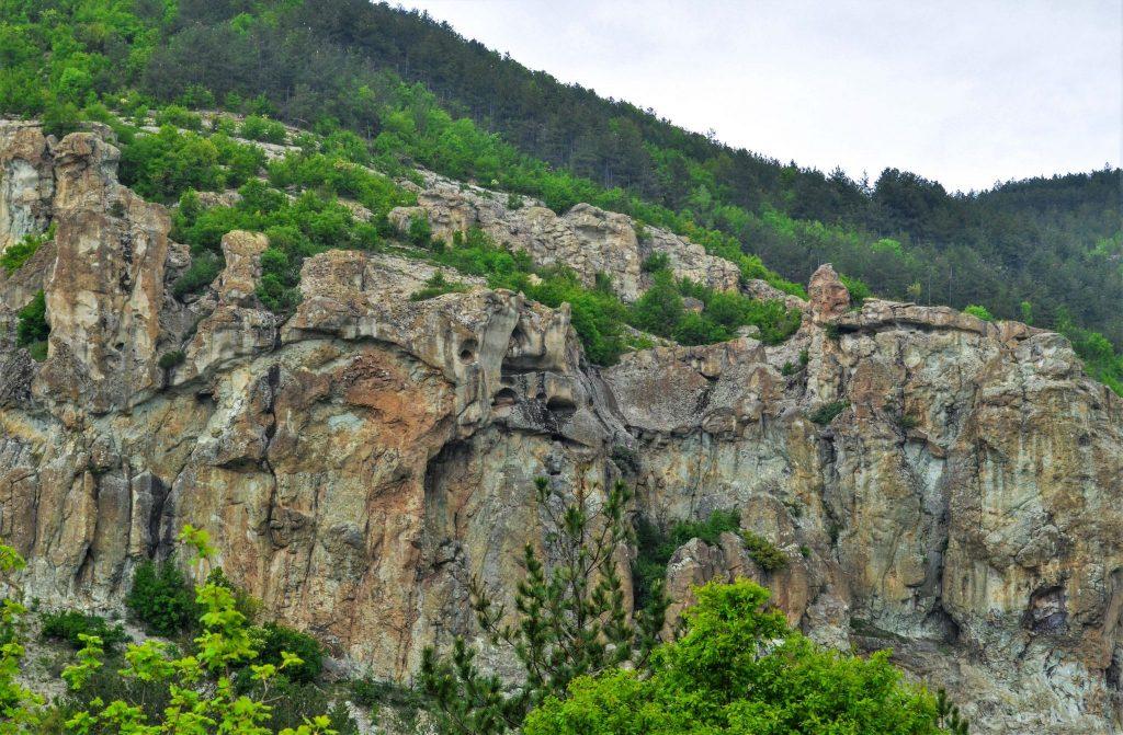 скални ниши край село Дъждовница