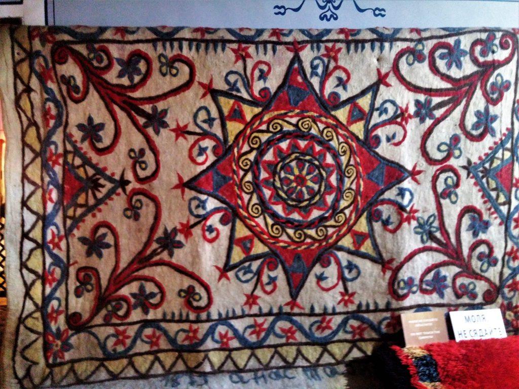 копривщенски плъстен килим