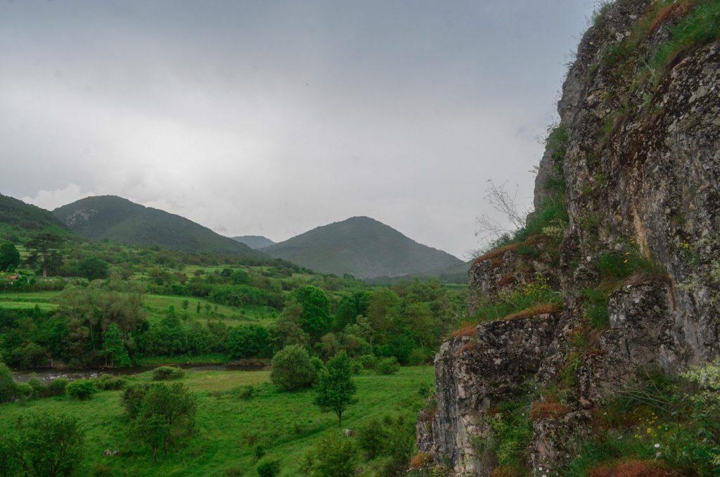 """Пирот Ръсовци скален манастир Свети св. Пеетър и Павел"""""""