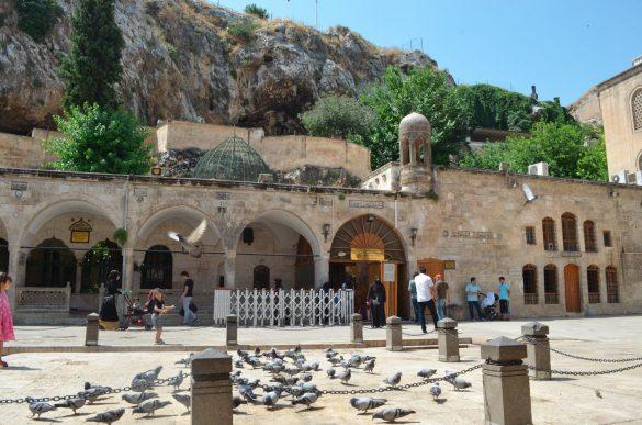 Входът към пещерата на Авраам