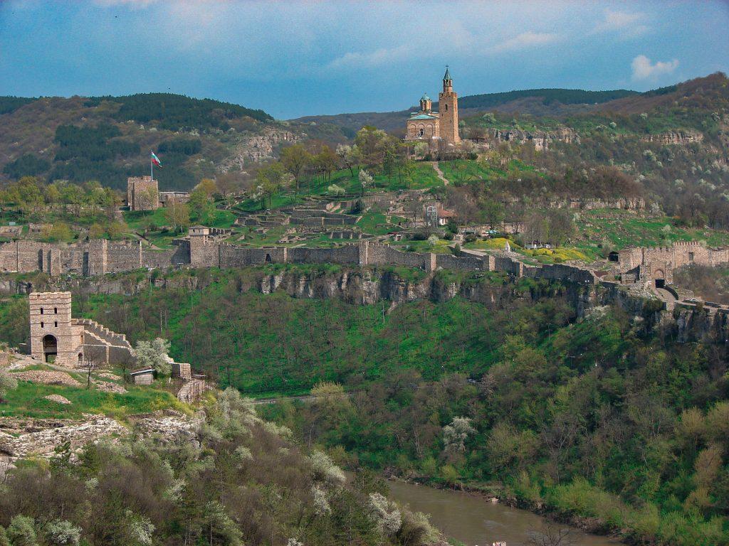 Велико Търново - гледка към хълма царевец