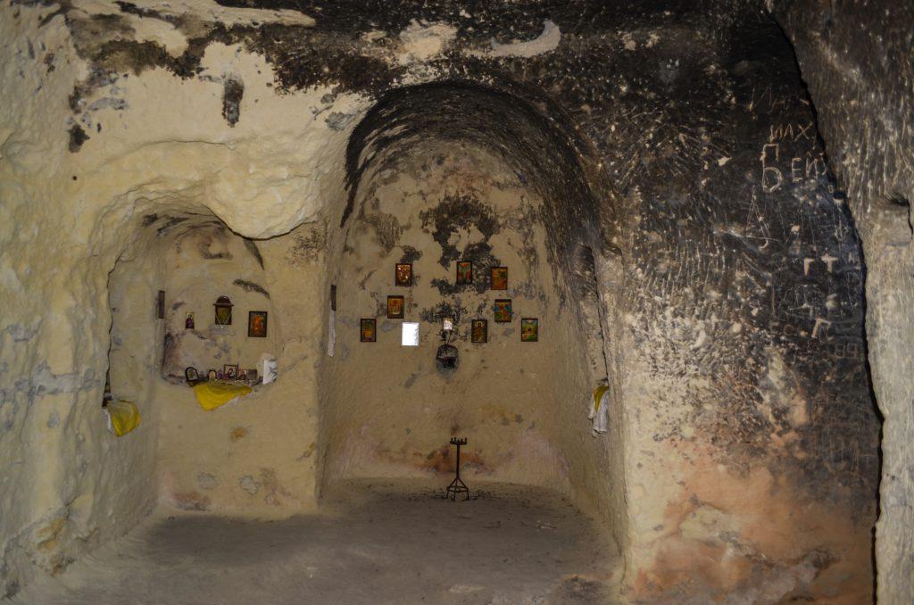 Ханкрумовският скален манастир църква