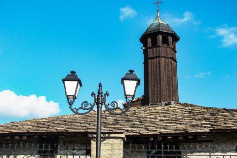 """В църквата """"Св. Архангел Михаил"""" от  1819 г. е представено творчеството на майстори от тревненската школа"""