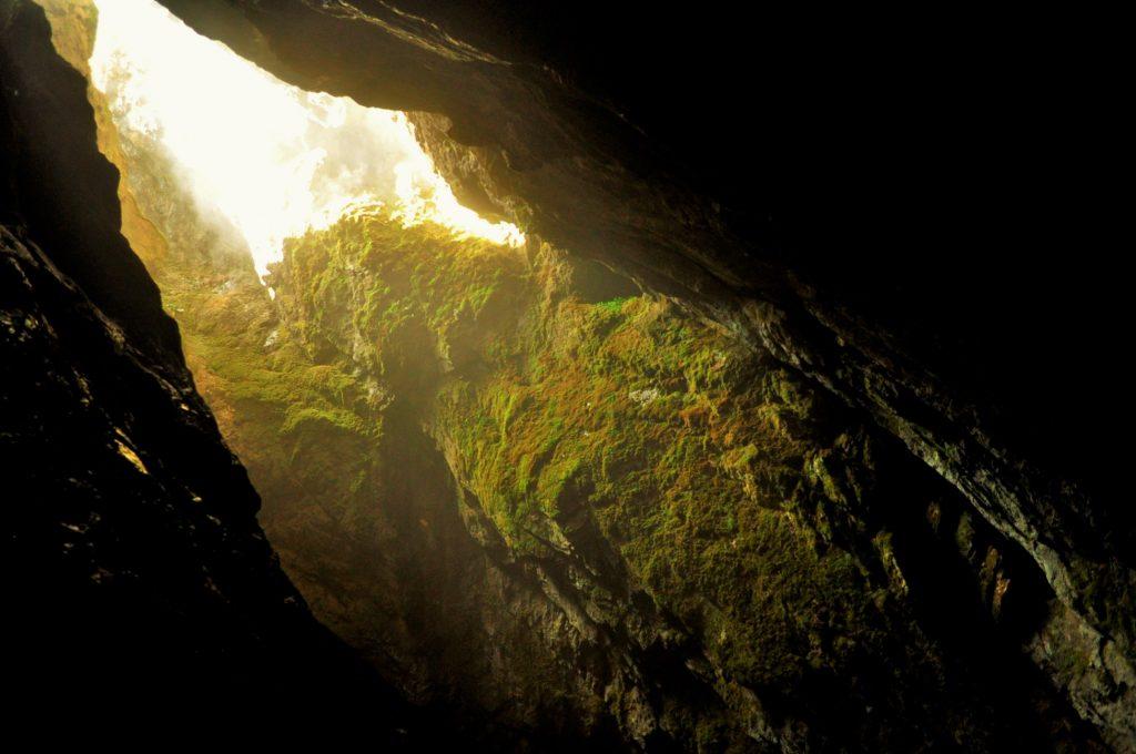 Български пещери  Дяволското гърло