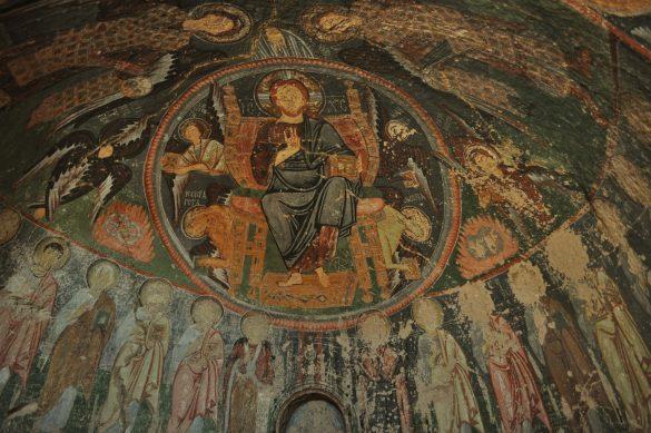 Ето я и църквата, съдържаща фантастични фрески, както и масивен издълбан на тавана кръст.