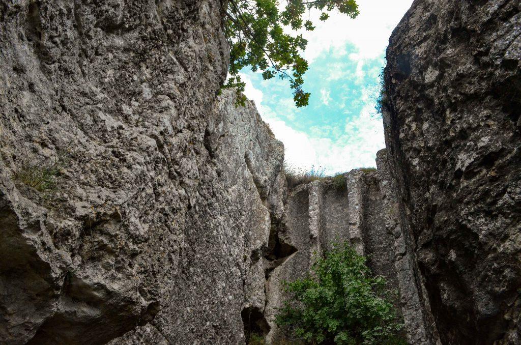 Айпандо Букелон и скалните църкви край Маточина и Михалич