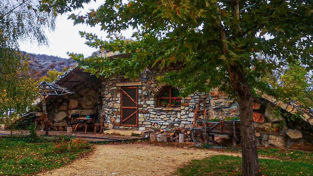 Каменните къщички Карлуково основна