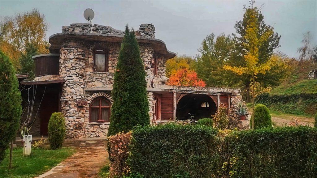 Каменната къща
