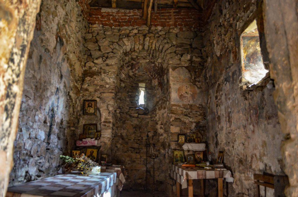 църквата на село Калотина